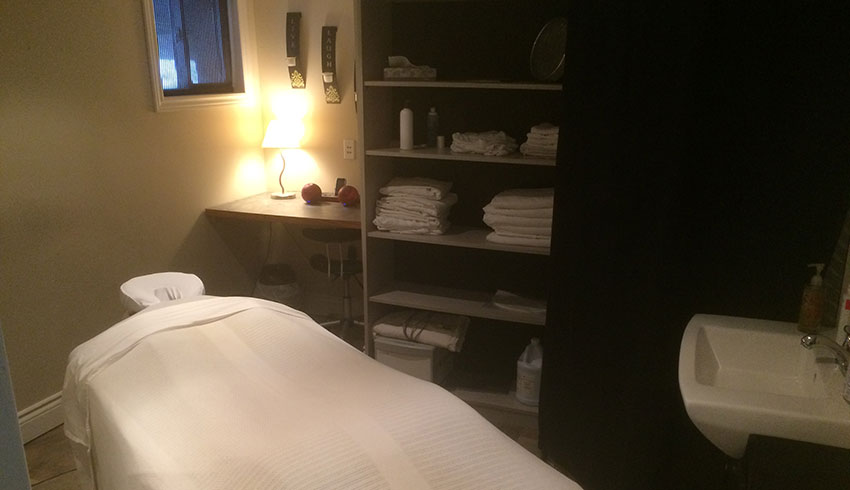 absolute-health-rehabilitation-sudbury-on-treatment-room-massage