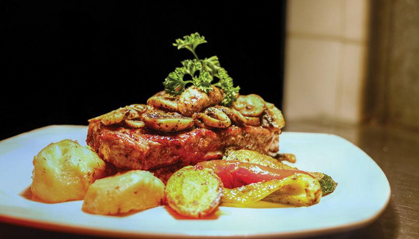 Apollo-Restaurant-Sudbury-Ontario-Filet-Mingnon-Steak-Dinner-Roasted-Potatoes-Fine-Dining