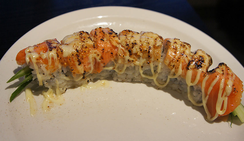 azian-restaurant-sudbury-ontario-asian-food-sushi-japanese-maki-sushi-roll-cucumber-salmon