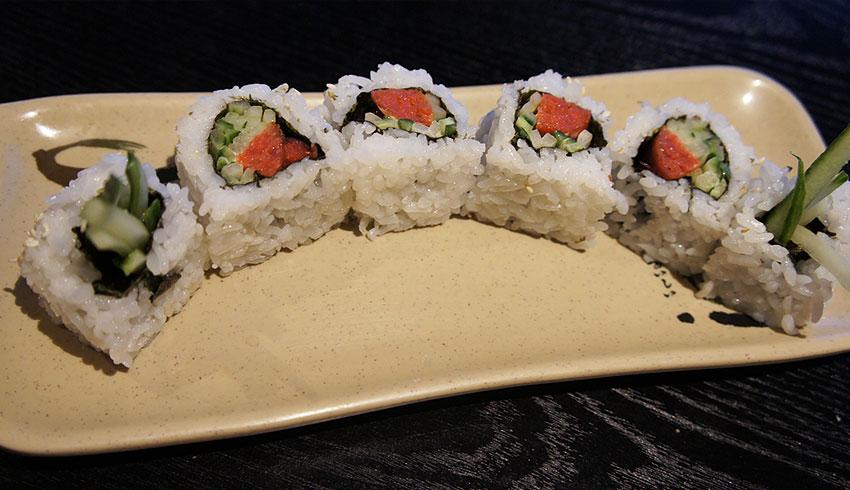 azian-restaurant-sudbury-ontario-asian-food-sushi-japanese-maki-sushi-roll-cucumber