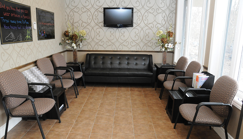 Desimone-Foot-Ankle-Clinic-Sudbury-Ontario-Waiting-Room-Customer-Lounge