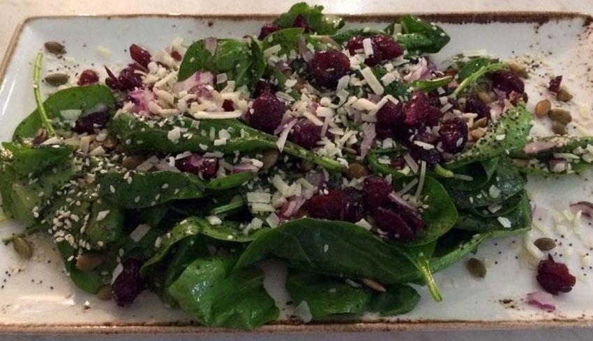 Di-Gusto-Restaurant-Sudbury-Ontario-Spinach-Salad