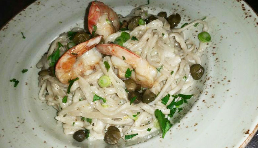 Di-Gusto-Restaurant-Sudbury-Ontario-shrimp-linguine-tossed-white-wine-cream-sauce