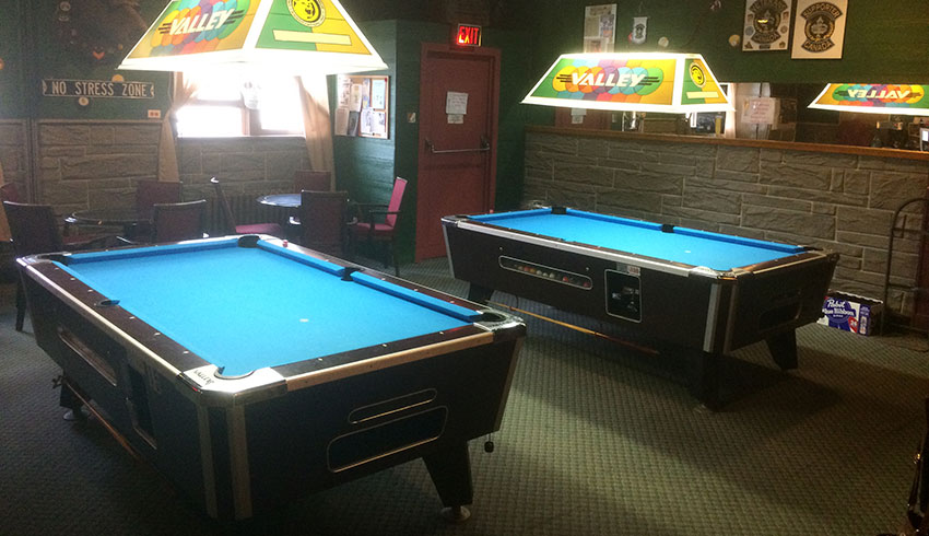 little-montreal-bar-deli-restaurant-sudbury-ontario-pool-tables-pool-league-billiards-entertainment-pool-hall-bar