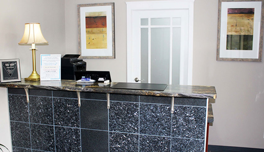 Moonlight-Inn-Suites-Sudbury-Ontario-Hotels-Motels-Accommodations-Front-Desk-Reception-Area