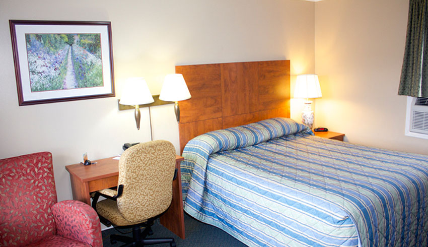 Moonlight-Inn-Suites-Sudbury-Ontario-Hotels-Motels-Accommodations-Queen-Room