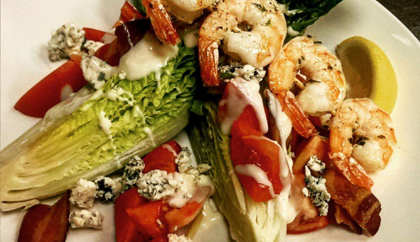 oscars-grill-sudbury-ontario-wedge-salad-garlic-shrimp-skewer-romaine-tomatoes-bacon-blue-cheese