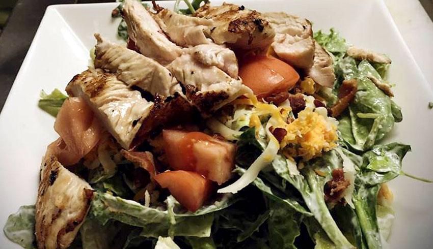Overtime-Sports-Bar-Grill-Sudbury-Ontario-Salad-With-Chicken