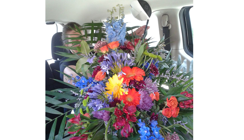 Regency-Wine-and-Flowers-Sudbury-Ontario-standing-custom-funeral-spray-floral-arrangement-golf-theme-flowers
