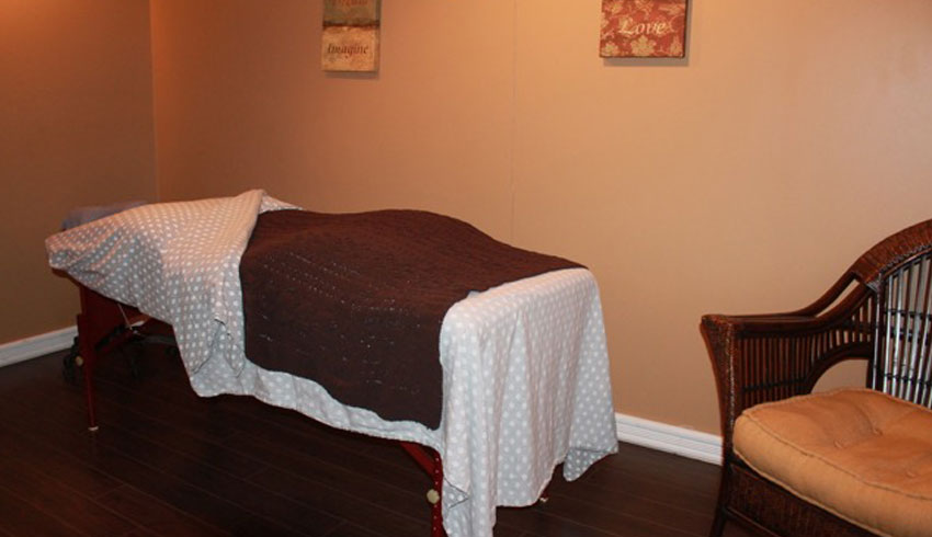 Serendipity-Day-Spa-on-Durham-Sudbury-Ontario-Relaxation-Massage-Room