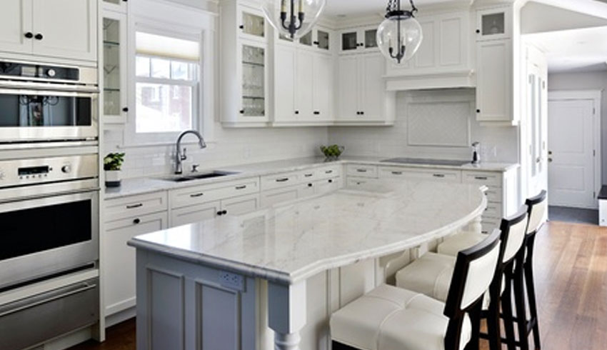 sudbury-hearth-home-sudbury-ontario-kitchen-cabinets-countertops-remodelling-granite-country-kitchen-white-sit-up-bar